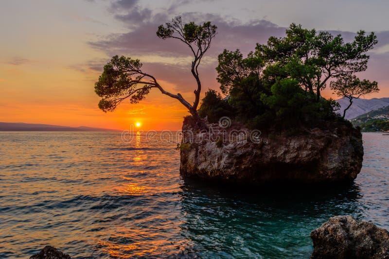Brela石头卡门Brela - Brela的标志,一种普遍的自然吸引力在克罗地亚 库存图片