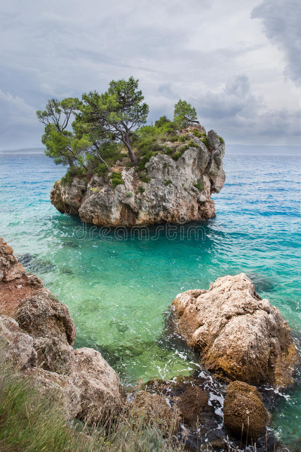 Brela著名岩石海岛  免版税库存照片