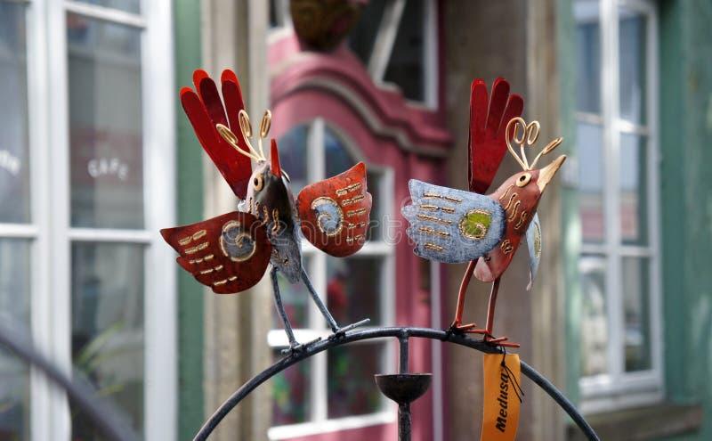 Brema, Germania - 07/23/2015 - sculture della decorazione in via medievale Schnoor nel centro della città Hanseatic, bello fotografia stock libera da diritti