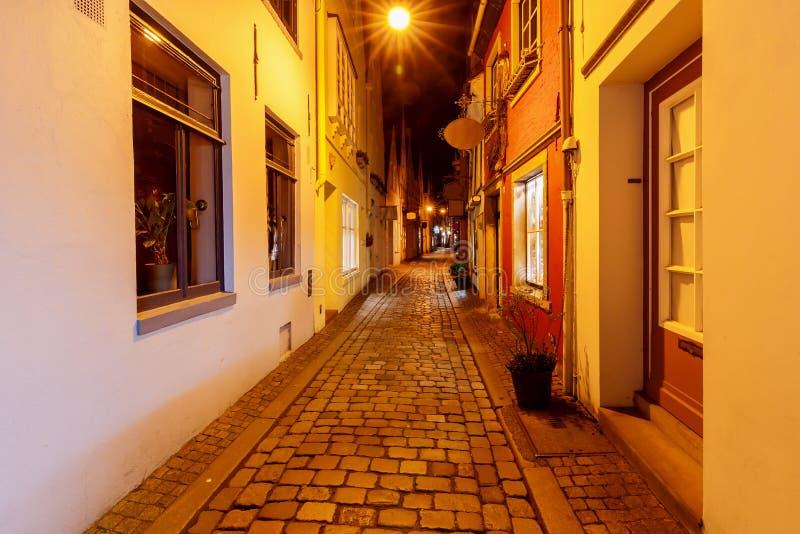 brema Rua velha na noite foto de stock royalty free