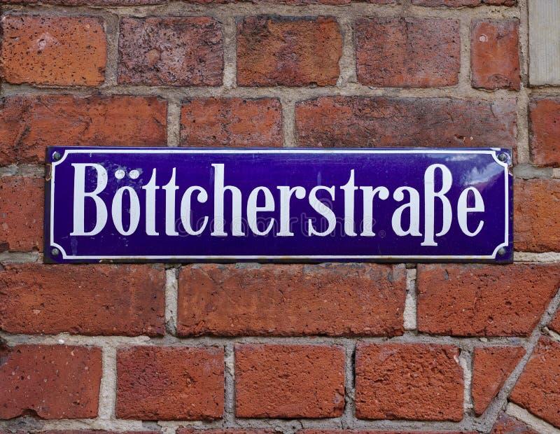 Bremen, Alemania - 27 de abril de 2018 - placa de calle en el ` s de Bremen la mayoría de la calle histórica famosa, el Boettcher imagen de archivo