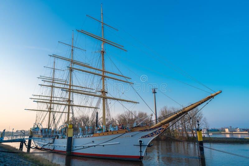 bremen, Bremen, Niemcy - Marzec 29, 2019 żagli szkolny statek Niemcy zakotwicza w Vegesack W 1927 zlecający statek z zdjęcie stock