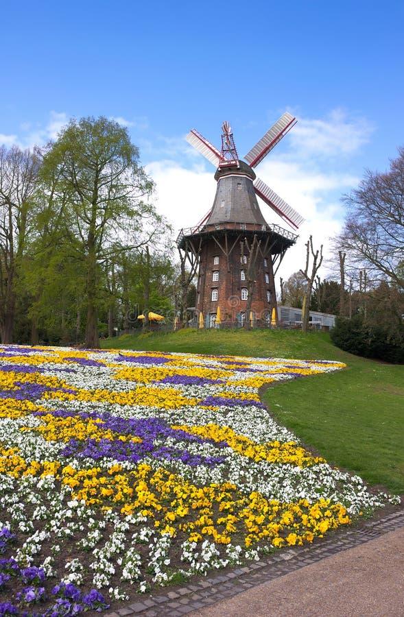 Bremen - väderkvarn på vallar - jag - arkivfoton