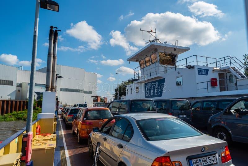 Bremen-Vegesack, Bremen, Alemania - 17 de julio de 2019 cruzando en transbordador en el vegesack de Bremen imagen de archivo libre de regalías