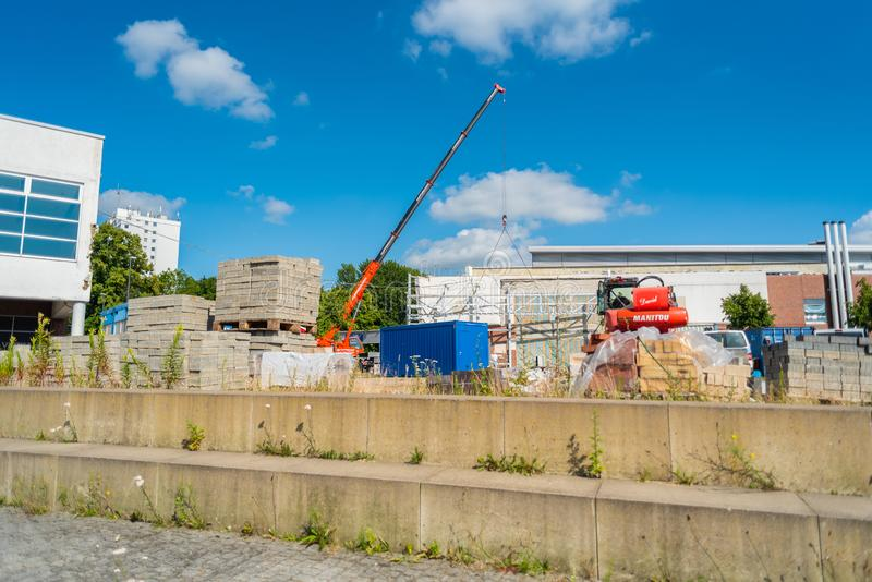 Bremen-Vegesack, Bremen, Duitsland - Juli 17, de wederopbouw van 2019 van het vroegere winkelcentrum van Toevluchtsoordhöövt in B royalty-vrije stock afbeelding