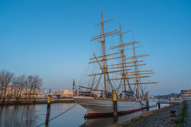 Bremen-Vegesack Bremen, Tyskland - Juli 17, 2019 Bremen-Vegesack, Bremen, Tyskland - mars 29, 2019 seglar Tyskland för skolaskepp fotografering för bildbyråer