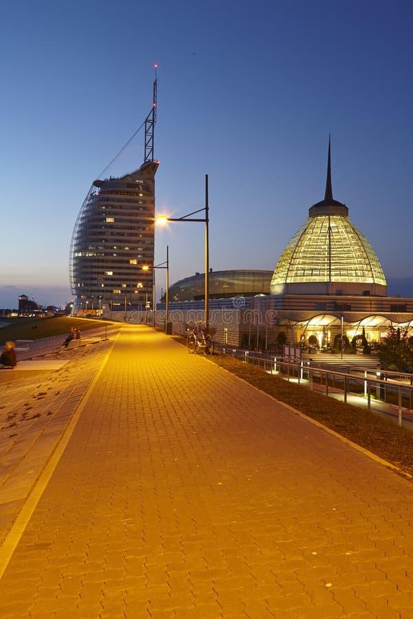 Bremerhaven (Alemanha) - passeio à beira mar na noite imagem de stock royalty free