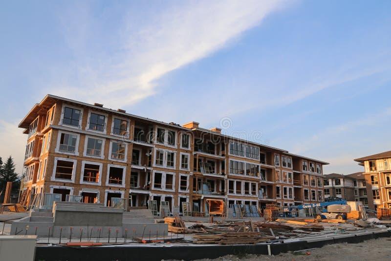 Brend domu miejskiego nowy budynek z budową obrazy royalty free