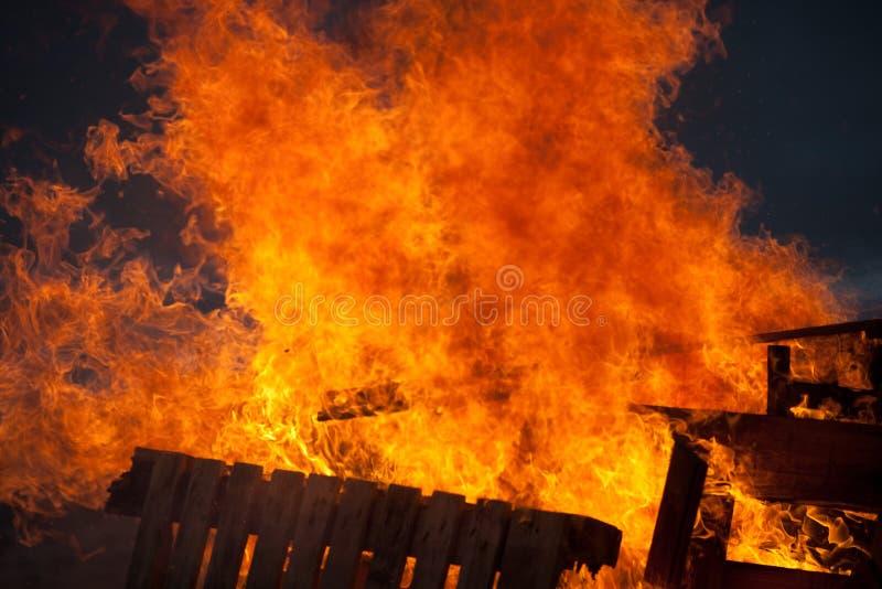 Brennen lizenzfreie stockfotos