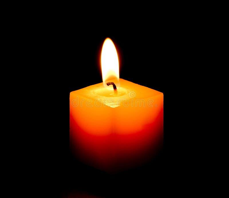Brennende dekorative Kerze. stockfotos