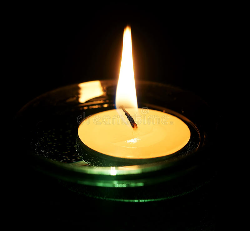 Brennende dekorative Kerze. lizenzfreies stockbild