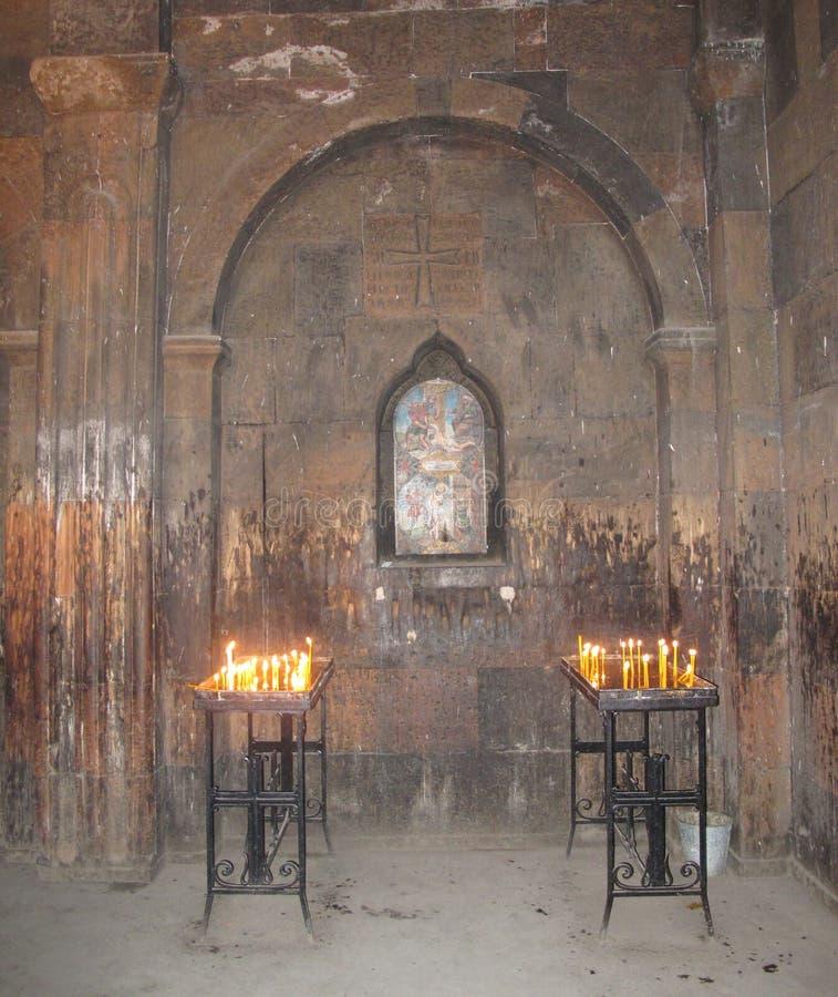 Brennende Kerzen im Tempel lizenzfreie stockfotos