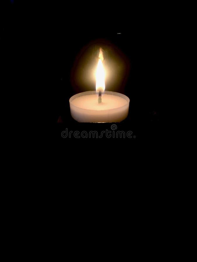 Brennende votive Kerze stockfotografie
