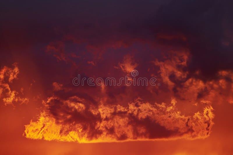 Brennende Wolken stockfotos