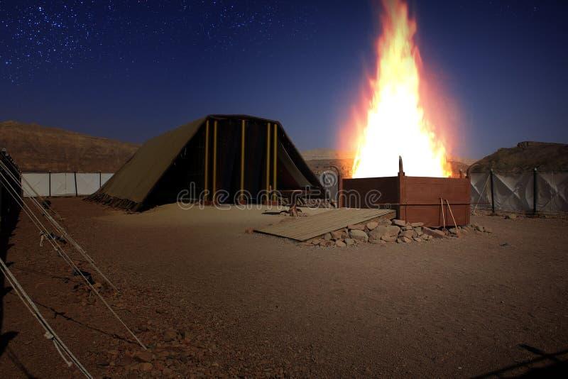 Brennender Altar von Opfern im Tabernacle lizenzfreies stockbild