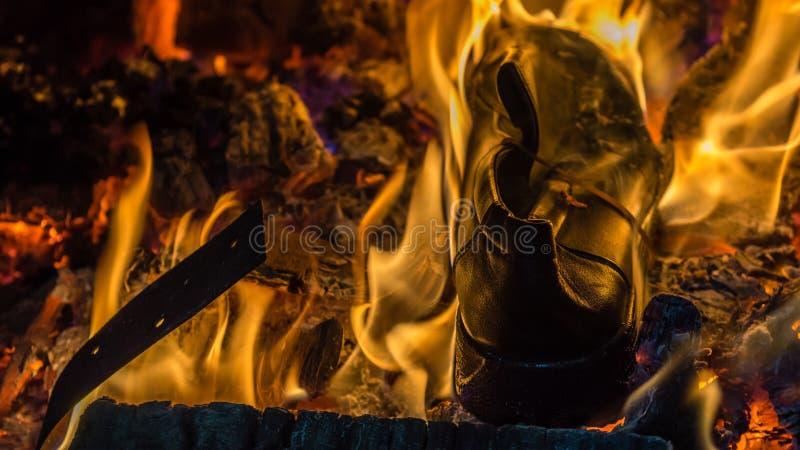 Brennender Schuh stockfoto