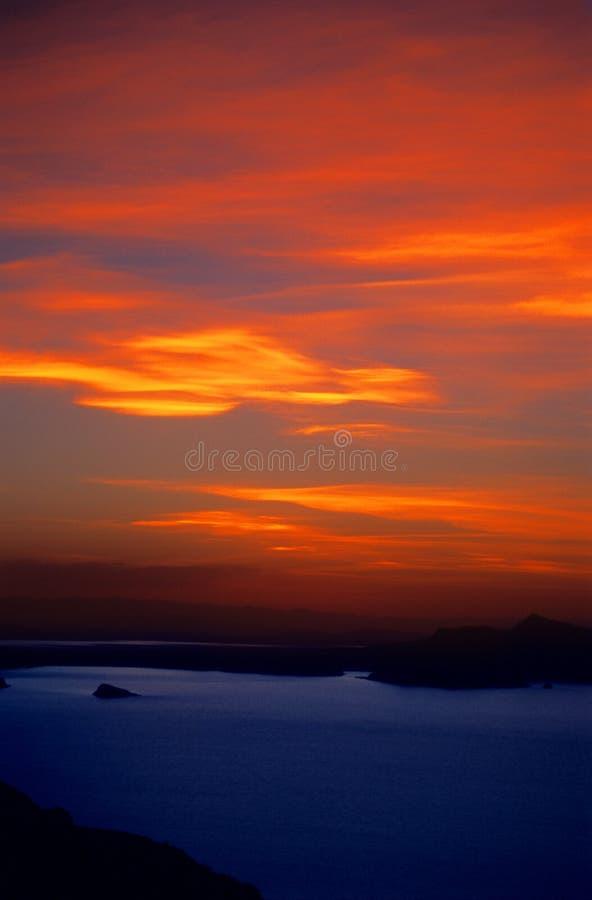 Brennender Sonnenuntergang über See Titicaca Peru lizenzfreies stockfoto