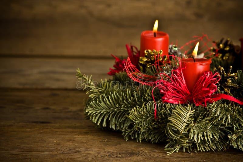 Brennender Weihnachtswreath stockfotos