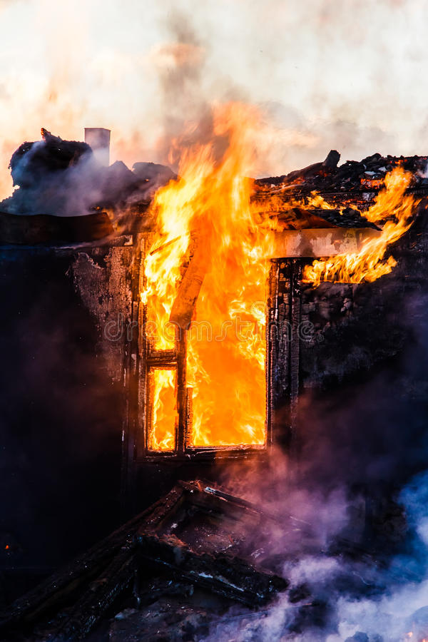 Brennendes Haus lizenzfreies stockbild