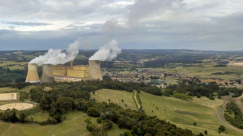 Brennendes Kraftwerk der Kohle 01 stockbild