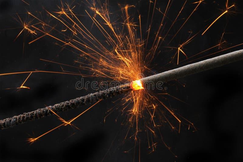Brennendes Sparklerfeuerwerk stockfoto