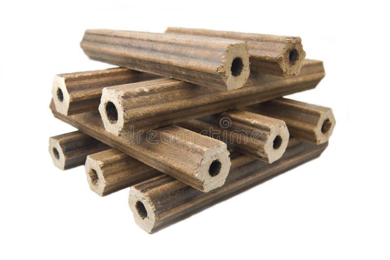 Brennholz des gepressten Sägemehls in Form von sechseckiger Form der Hohlzylinder stockbilder
