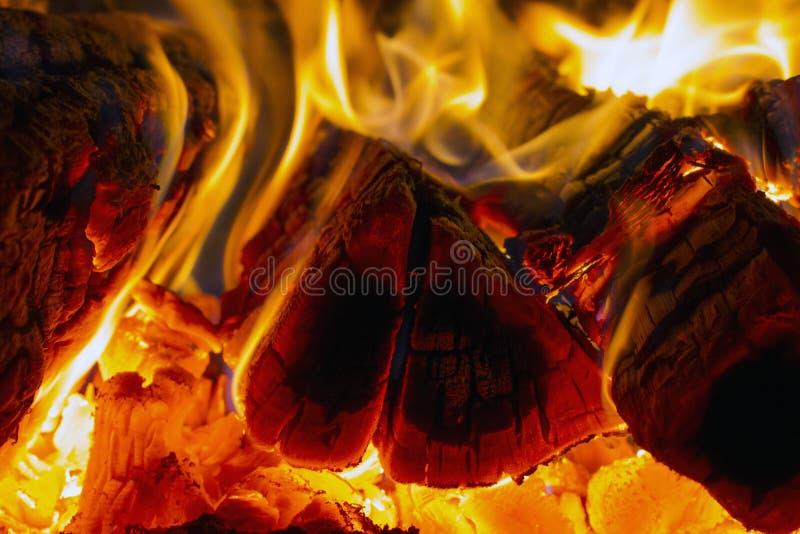 Brennholzflamme lizenzfreie stockfotografie