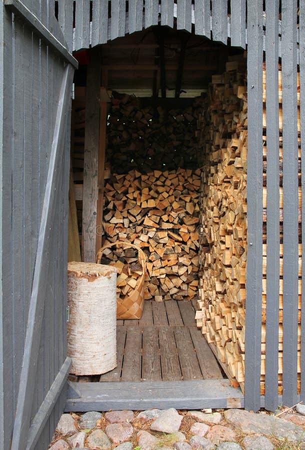 Brennholzhalle stockbild