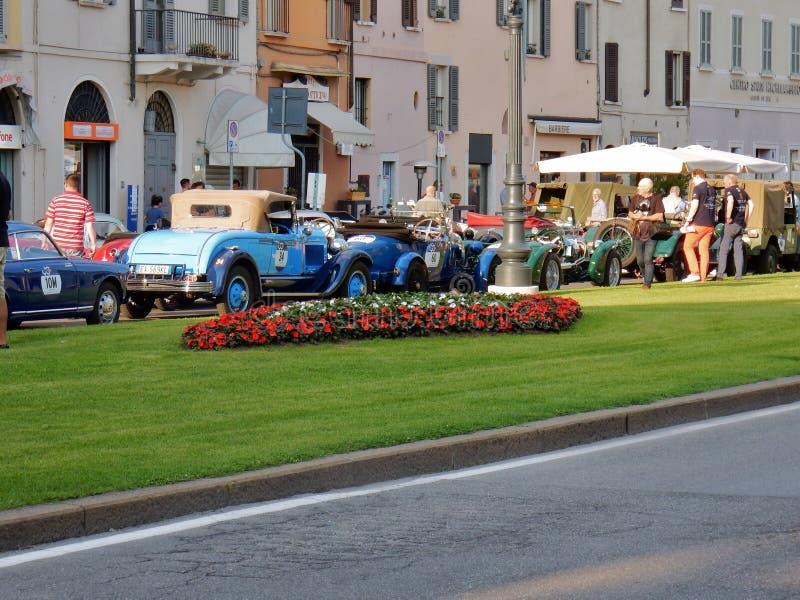 Brescia - coches del vintage en fila para las 1000 millas imagen de archivo