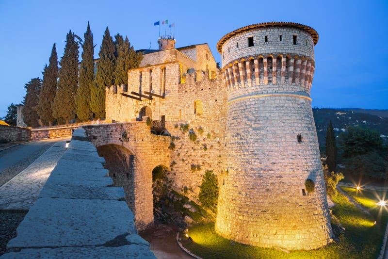 Brescia - das Schloss an der Dämmerung stockfoto