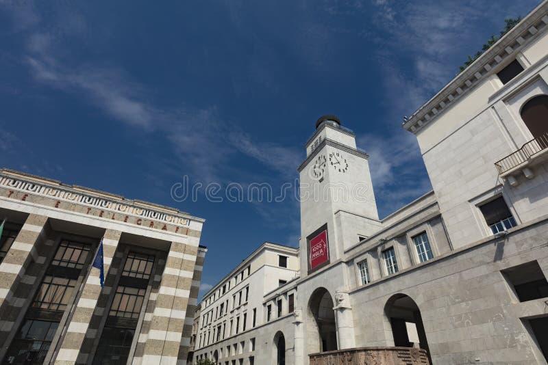 Brescia, Italië, Europa, augustus 2019, view of the building in the Piazza della Vittoria stock afbeeldingen