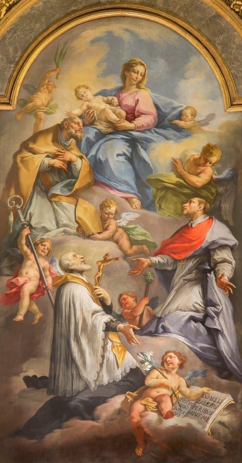 BRESCIA, ITALIA, 2016: La pintura de Madonna entre los santos foto de archivo