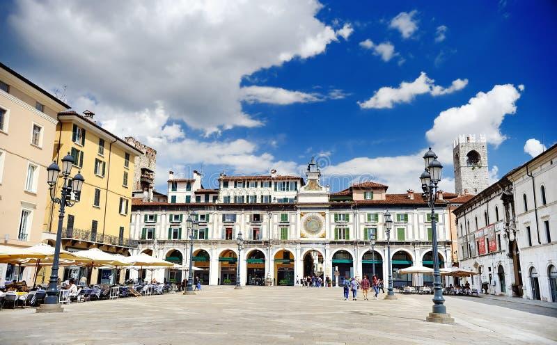 BRESCIA, ITALIA - 15 MAGGIO 2017: Il panorama del quadrato della loggia di della piazza fotografia stock