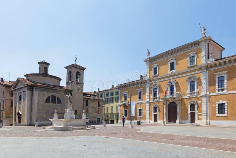 BRESCIA, ITALIA - 22 MAGGIO 2016: Il quadrato di del Mercato della piazza e l'università di Brescia immagine stock