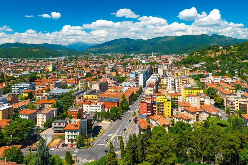 Brescia, Italia: Panorama aereo della città fotografia stock libera da diritti