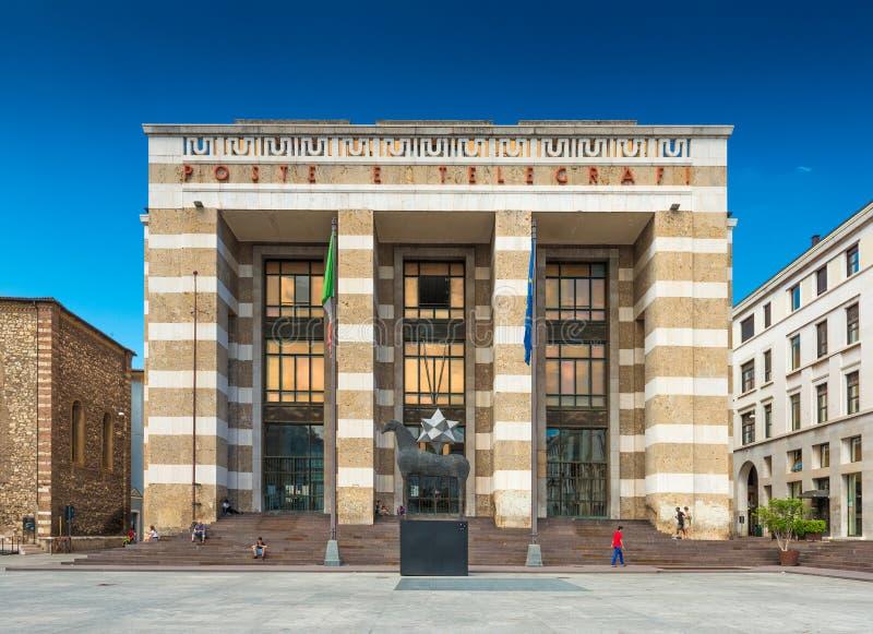 Brescia Italien: Huvudsaklig stolpe - kontoret i Brescia placerade på fyrkanten av segern royaltyfri bild