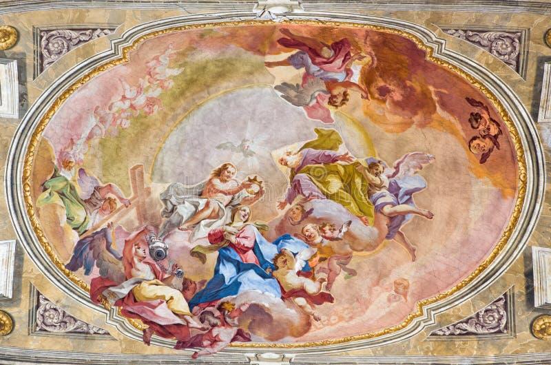 BRESCIA ITALIEN, 2016: Kröningen av den jungfruliga Mary freskomålningen på waulten av presbyteriet av Sant& x27; Afra kyrka arkivfoto