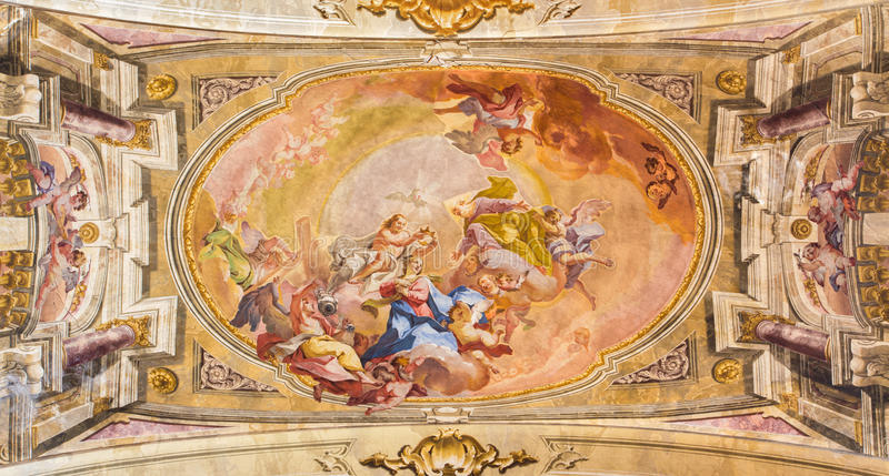 BRESCIA ITALIEN - MAJ 23, 2016: Kröningen av den jungfruliga Mary freskomålningen på waulten av presbyteriet av den Sant `-Afra k fotografering för bildbyråer