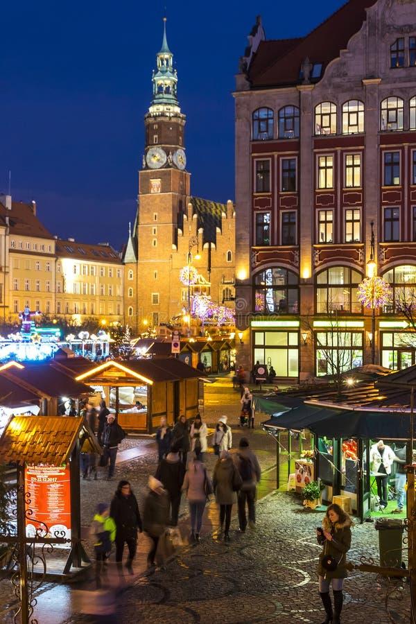 BRESLAU, POLEN - 8. DEZEMBER 2017: Weihnachtsmarkt auf Marktplatz Rynek in Breslau, Polen Ein von Polen am besten und am größten stockfotografie