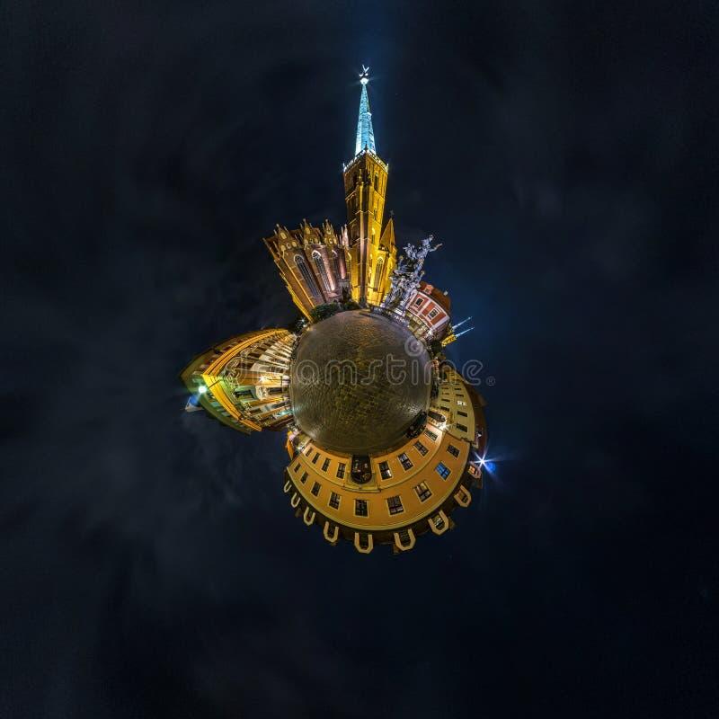 BRESLAU, POLEN - OKTOBER 2018: Nachtkleiner Planet Kugelf?rmige Luft-Ansicht des Panoramas 360 ?ber alte mittelalterliche Stadt B lizenzfreies stockbild