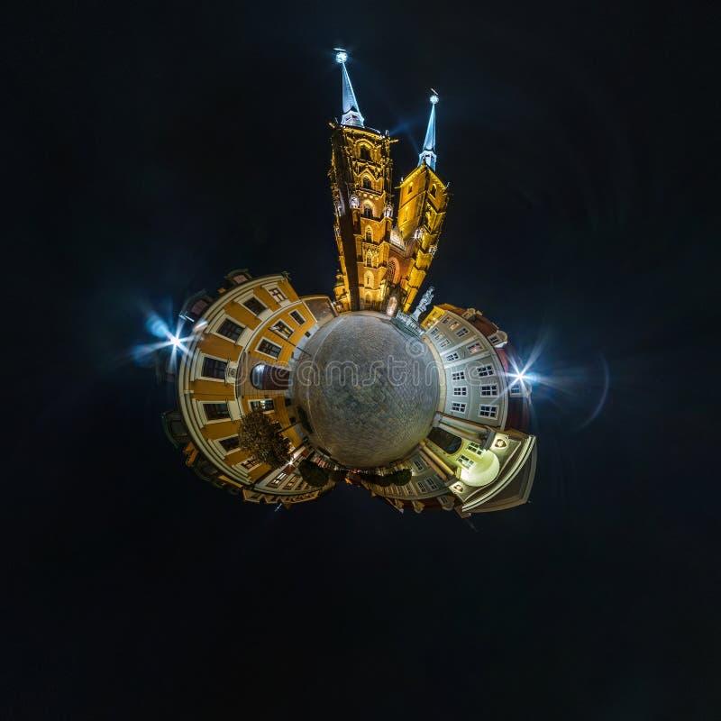 BRESLAU, POLEN - OKTOBER 2018: Nachtkleiner Planet Kugelf?rmige Luft-Ansicht des Panoramas 360 ?ber alte mittelalterliche Stadt B lizenzfreie stockfotografie