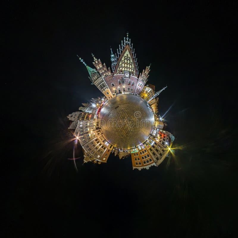 BRESLAU, POLEN - OKTOBER 2018: Nachtkleiner Planet Kugelf?rmige Luft-Ansicht des Panoramas 360 ?ber alte mittelalterliche Stadt B stockbilder