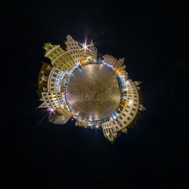 BRESLAU, POLEN - OKTOBER 2018: Nachtkleiner Planet Kugelf?rmige Luft-Ansicht des Panoramas 360 ?ber alte mittelalterliche Stadt B lizenzfreie stockbilder