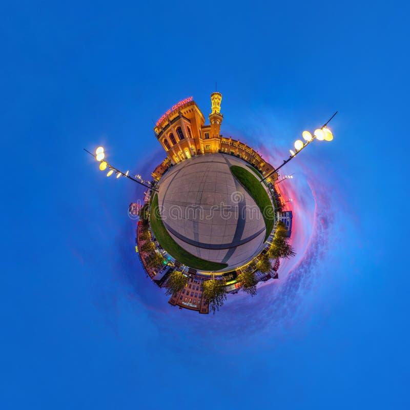 BRESLAU, POLEN - OKTOBER 2018: Wenig Planet Kugelf?rmige Luft-Ansicht des Panoramas 360 ?ber alte mittelalterliche Stadt Breslau, stockfotos