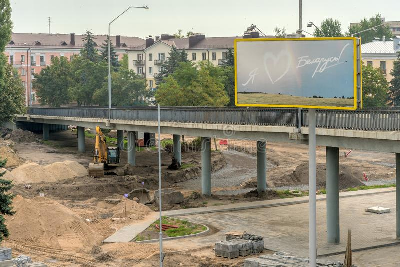 Brest, Λευκορωσία - 30 Ιουλίου 2018: Onstruction Ð ¡ μιας νέας οδικής σύνδεσης στοκ εικόνες με δικαίωμα ελεύθερης χρήσης