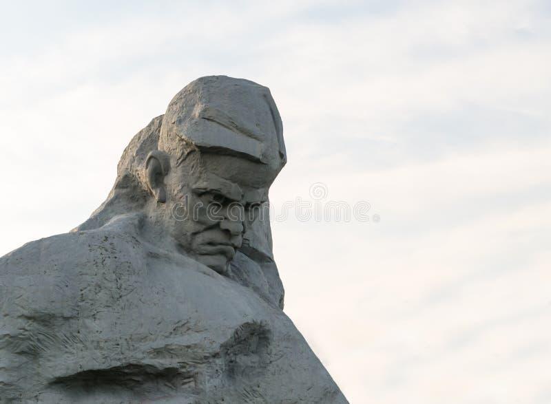 Brest Republiken Vitryssland - kan den centrala arkitektoniska helheten för skulpturkurage av den berömda fästningen för den monu arkivfoton