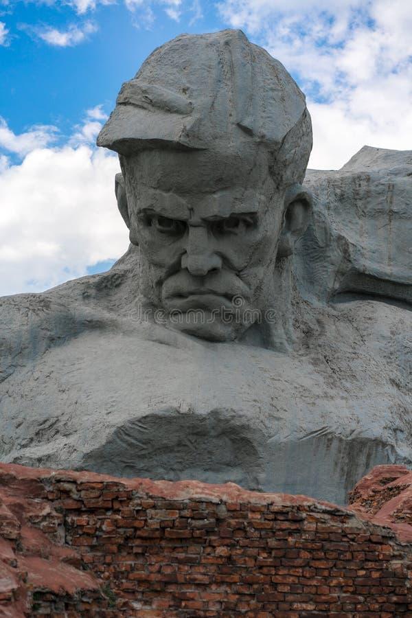 BRESTA, BIELORRÚSSIA - 28 DE JULHO DE 2018: 'Fortaleza complexa memorável de Bresta o herói ' O monumento principal 'coragem ' imagens de stock