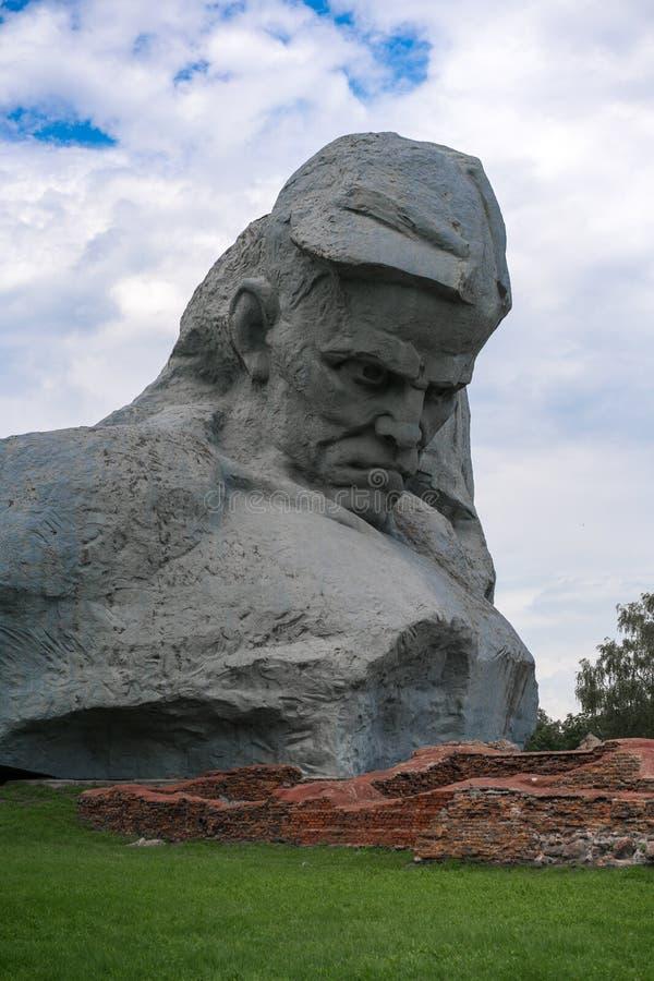 BRESTA, BIELORRÚSSIA - 28 DE JULHO DE 2018: Fortaleza complexa memorável de Bresta do ` o ` do herói O ` principal da coragem do  imagens de stock