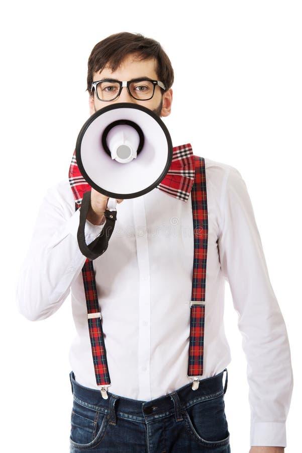 Bretelles de port d'homme avec le mégaphone photo stock