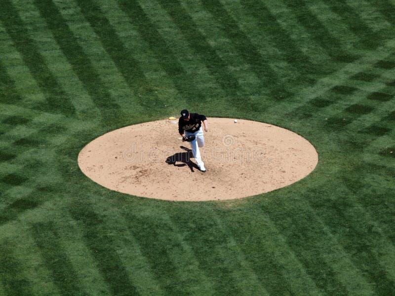 Brett Anderson wirft Fastball mit Kugel in einer Luft lizenzfreie stockbilder